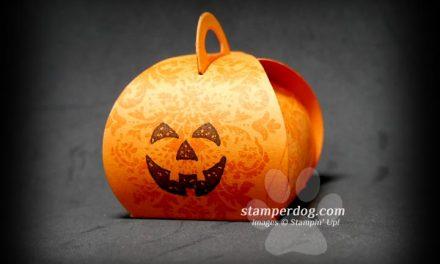 Make an Easy Pumpkin Treat Holder?