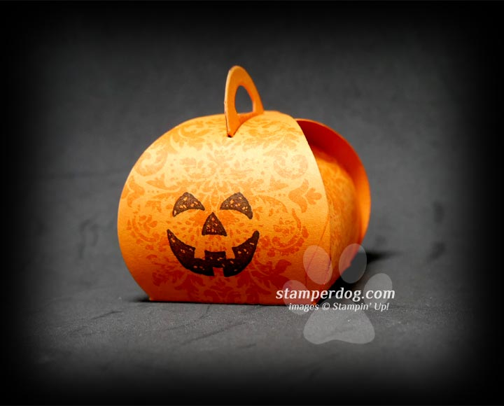 Make an Easy Pumpkin Treat Holder?
